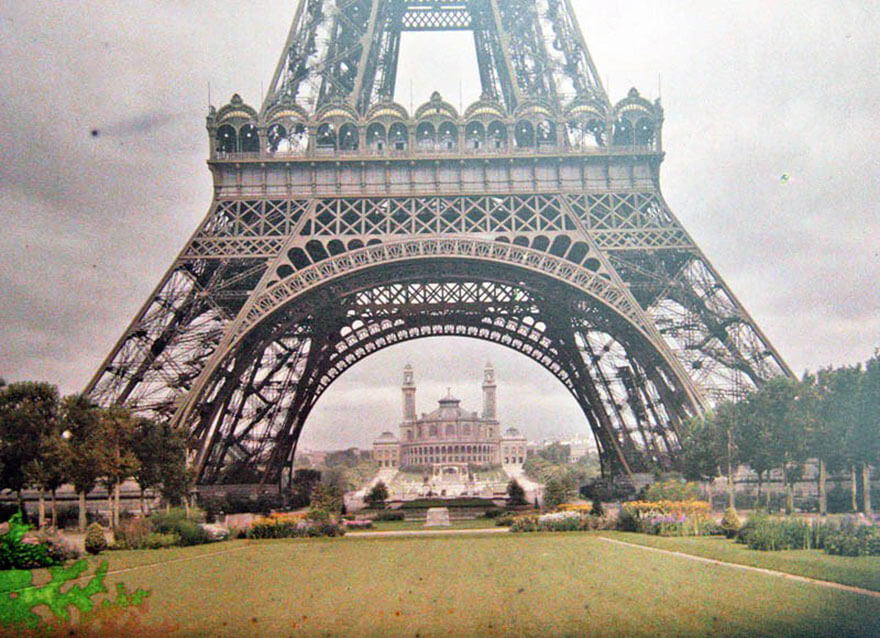 40 Old Color Pictures Show Our World A Century Ago - The Eiffel Tower, Paris, 1914