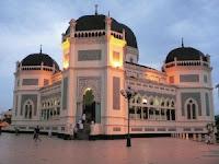Wisata Rohani Masjid Raya Medan