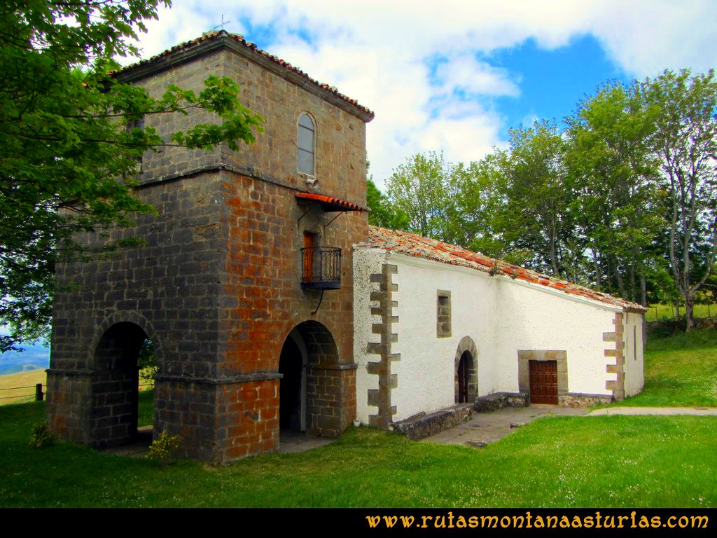 Ruta Cangas - Acebo: Exterior del Santuario del Acebo