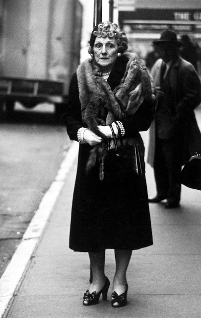 DIANE ARBUS - Woman wearing a mink stole and bow shoes 1956