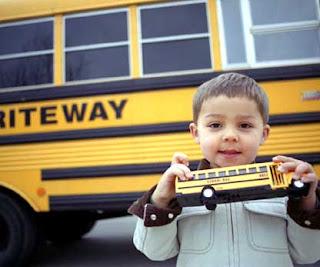 ลูกน้อยขึ้นรถโรงเรียนเป็นครั้งแรก!!