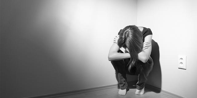 ALERTA: Mulheres são mais propensas a ter depressão devido alterações hormonais, afirma nova pesquisa