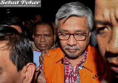 Setelah Diperiksa KPK, Nur Alam Langsung Ditahan Di Rutan Guntur