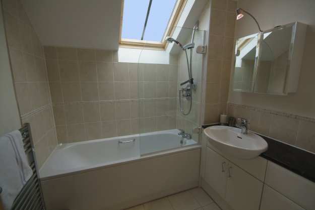 Simple Bathroom Decorating Ideas: Simple Bathroom Design