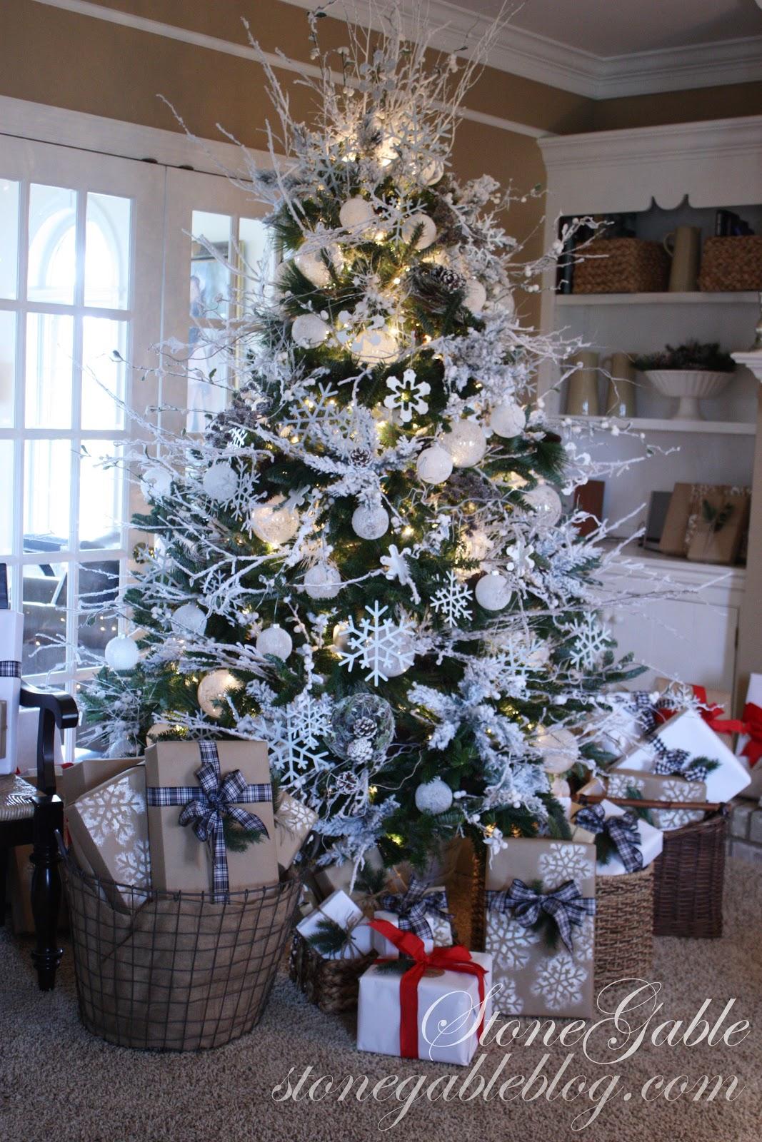 SNOWFLAKE CHRISTMAS TREE - StoneGable