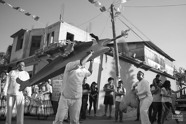 calenda por las calles de oaxaca baile del pescado