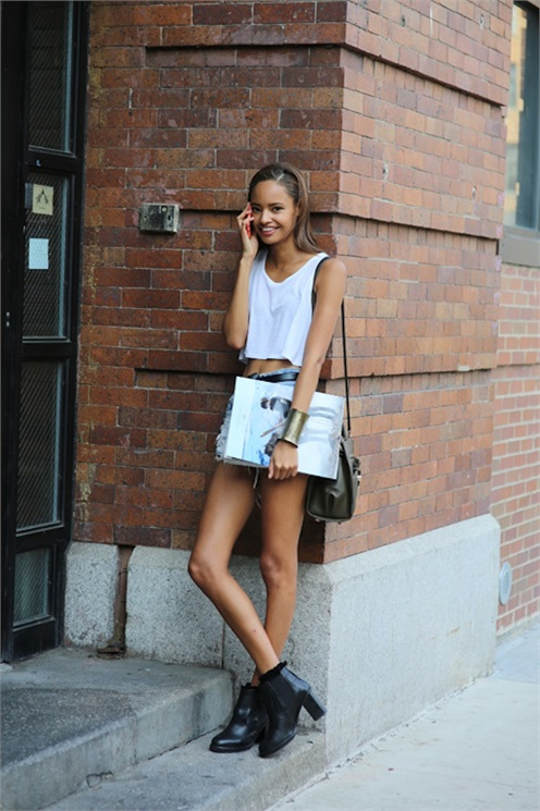 Street Style: Malaika Firth's Cropped White Tee