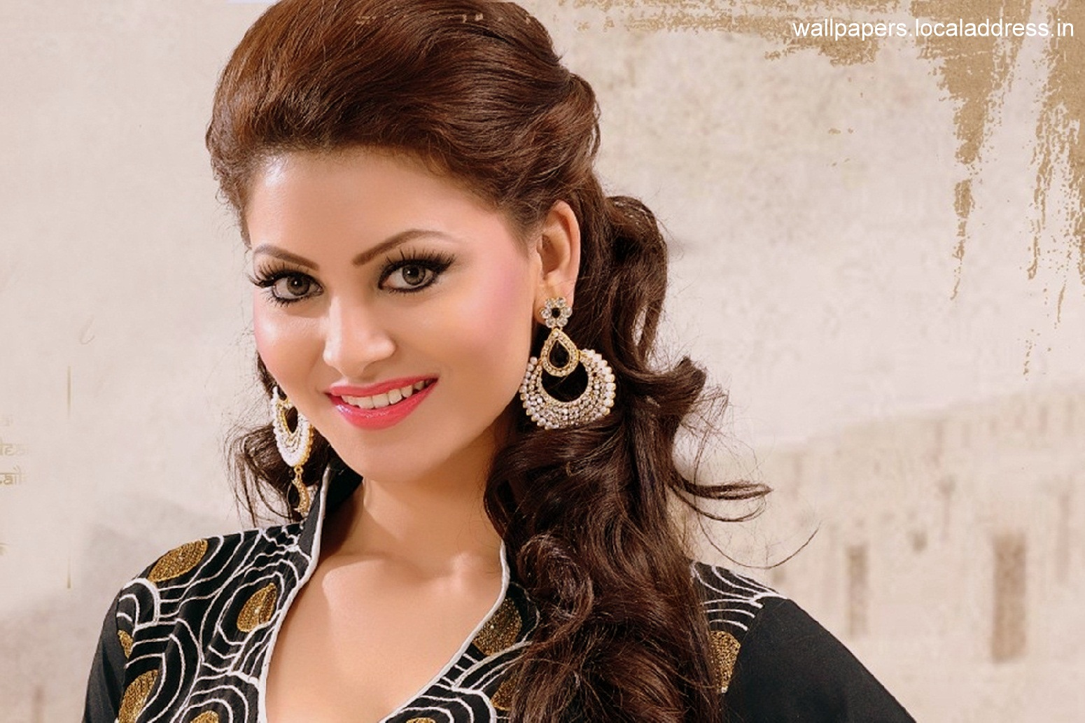 Miss Universe 2017 Price >> CELEBRITY TOP NEWS: Urvashi Rautela Want To Work In Tollywood