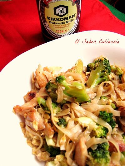 Noodles-soja-kikkoman-pollo-cocina-tailandesa