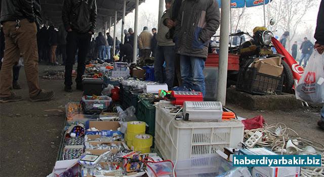 """DİYARBAKIR-Diyarbakır'ın Sur ilçesinde uzun yıllar boyunca kurulan ve yaşanan çatışmalar nedeniyle kaldırılan """"bitpazarı"""" olarak da bilinen ikinci el pazarı, Bağlar ilçesi Koşuyolu Parkı'nda yeniden kuruldu."""