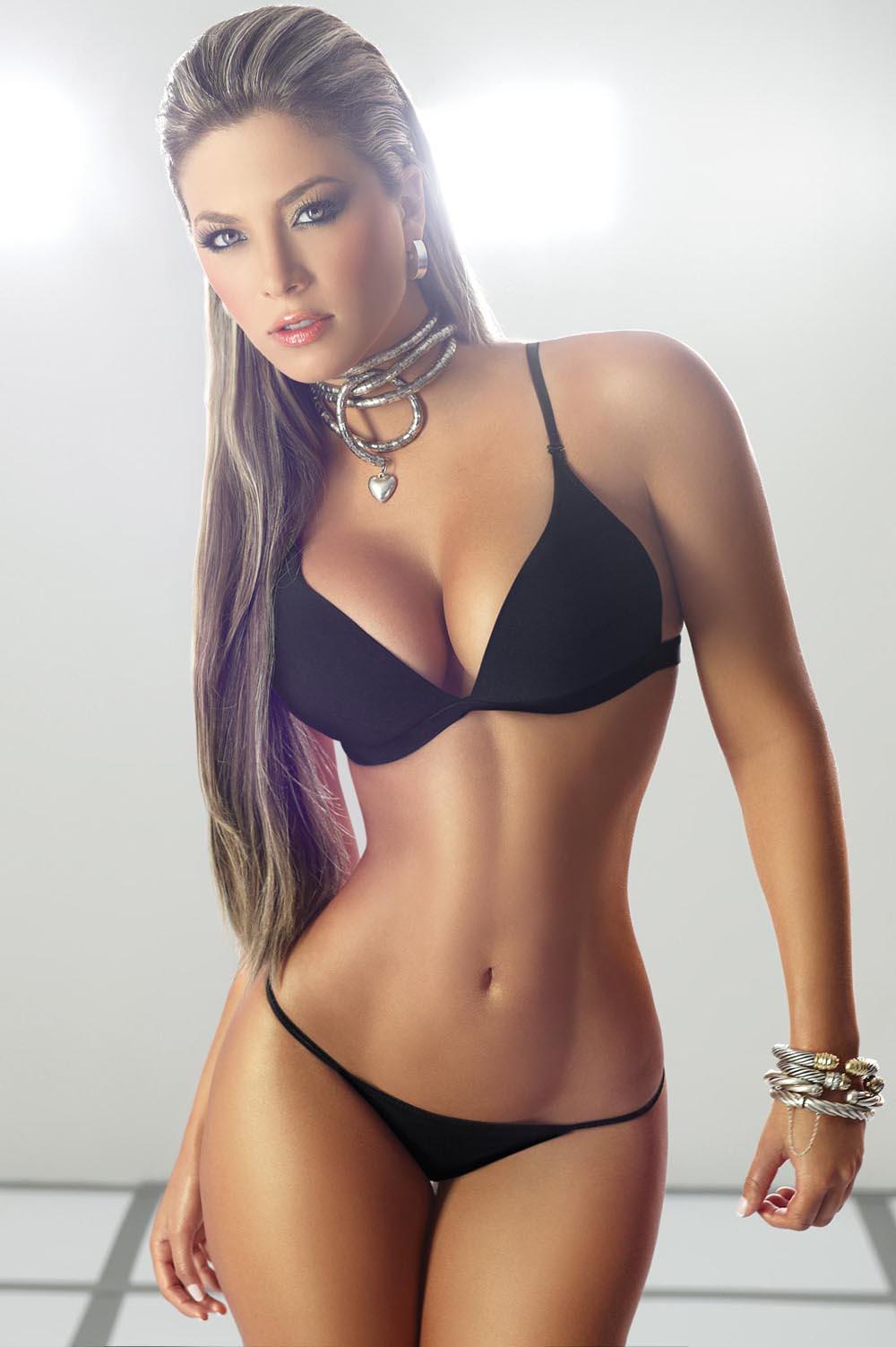 Hot Brunette Virtual Sex