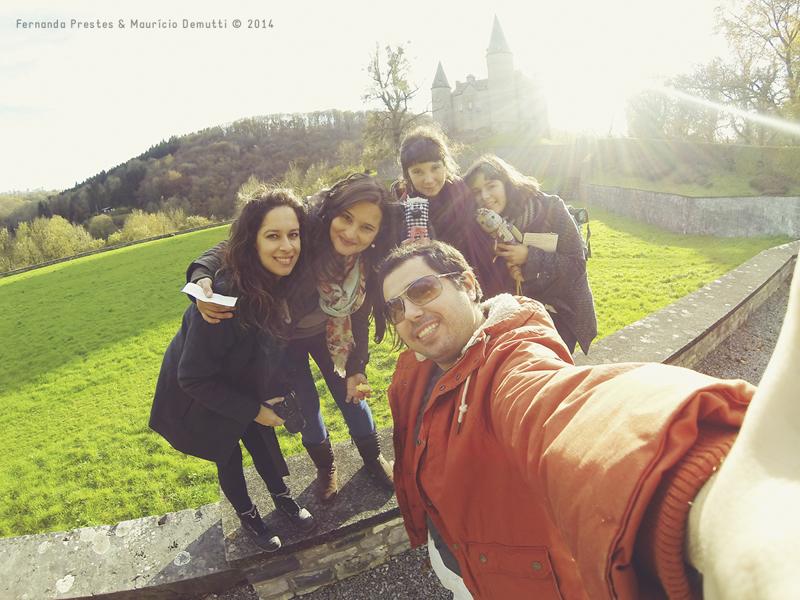 selfie na frente do Chateau de Veves
