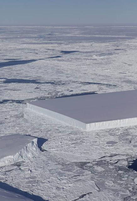 Iceberg retangular muito estranho fotografado na Antártica