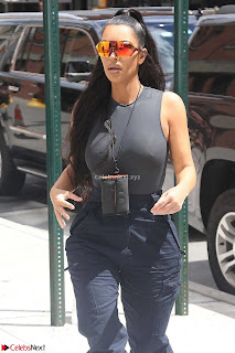 Kim+Kardashian+hard+nipples+visible+form+Tight+T-Shirt+Nipple+Pokies+Tits+huge+%7E+CelebsNext.xyz+Exclusive+Celebrity+Pics+008.jpg