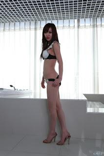foto sexy model cina Han Zi Xuan