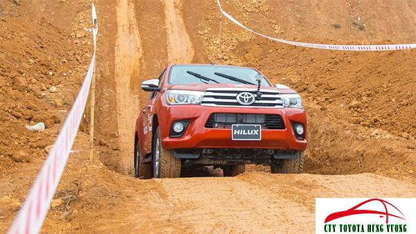 Giá xe, thông số kỹ thuật và đánh giá chi tiết bán tải Toyota Hilux 2018 nhập khẩu - ảnh 39