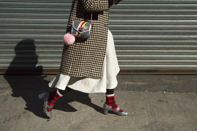 Calcetines con zapatos de tacón street style
