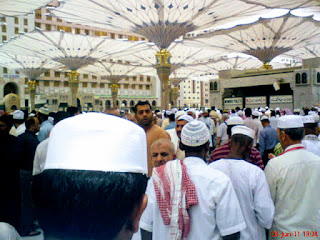 gambar payung gergasi canggih di Masjid Nabawi di Madinah