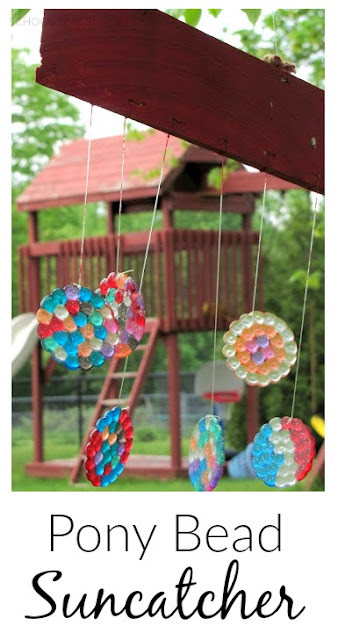 Super pretty summer craft project the kiddos can make!  Create a beautiful suncatcher with pony beads!