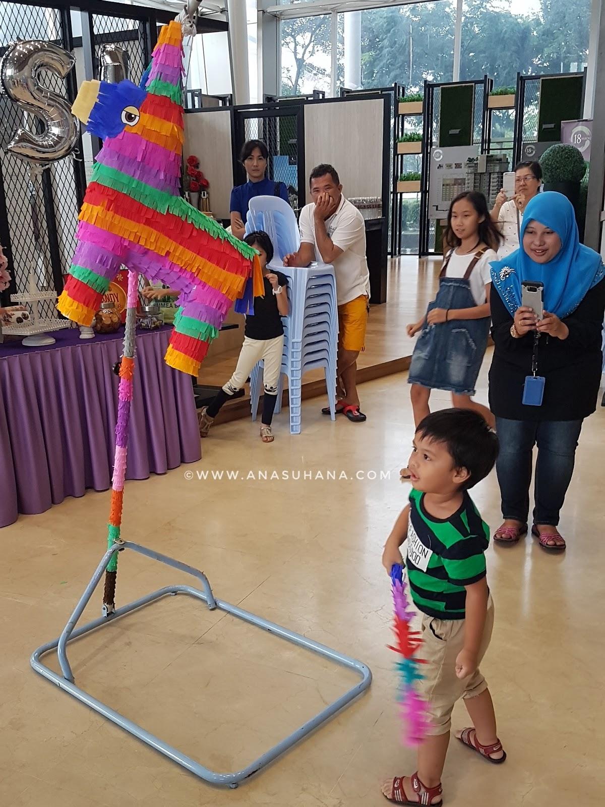 Pinata bersama Pinata Party KL anjuran KSL Realty Sdn Bhd