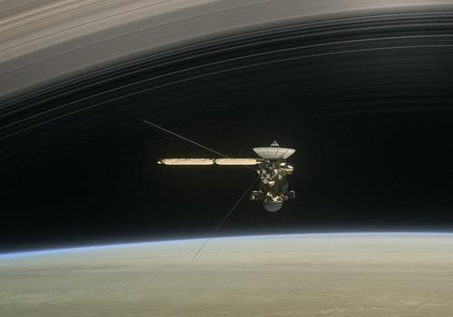 Laporan Penelitian Cassini Kirim Data Pertama misi Grand Finale di atas Saturnus
