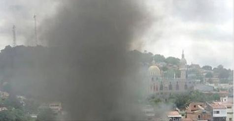 Servidores públicos de Mata Grande ateiam fogo em pneus em virtude dos salários atrasados