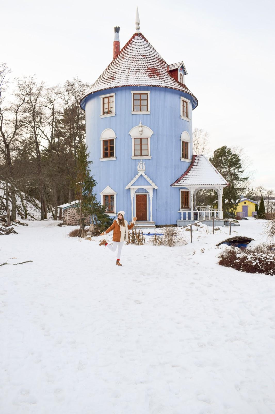 Jak zorganizować tani wyjazd do Doliny Muminków w Finlandii