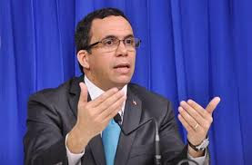 Andrés Navarro defiende medidas tomadas en el Ministerio de Educación