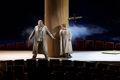 Wagner: The Ring - Semperoper, Dresden - Peter Seiffert (Siegmund), Elena Pankratova (Sieglinde) (Photo © Klaus Gigga)