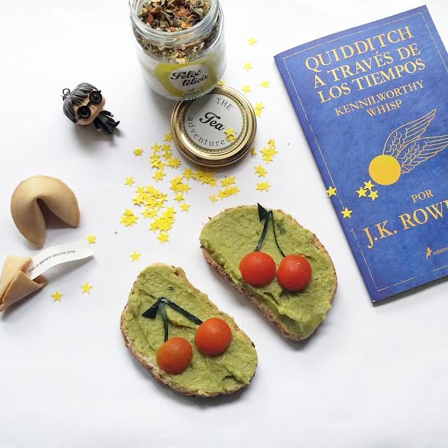 las tostadas están rodeadas de estrellas y figuras y libros de Harry Potter