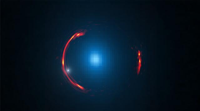 کهکشان کوتوله ای که خود را در حلقه اینشتین پنهان کرده بود