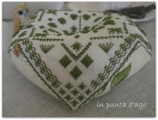 http://silviainpuntadago.blogspot.com/2011/10/nella-scatola-dei-ricordi-ottobre-un.html