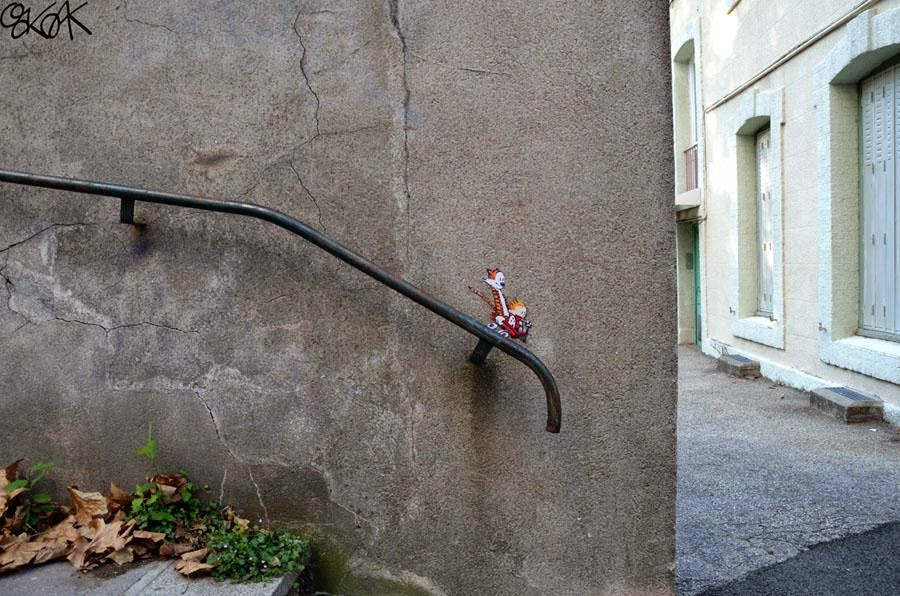 28 Pieces Of Street Art That Cleverly Interact With Their Surroundings - Bruce Lee, Saint Etienne, France