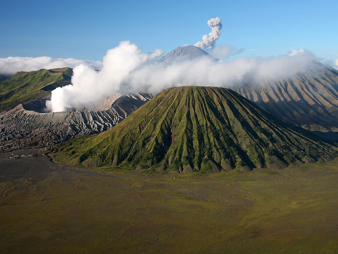 Download 48 Wallpaper Pemandangan Gunung Indonesia HD Terbaru