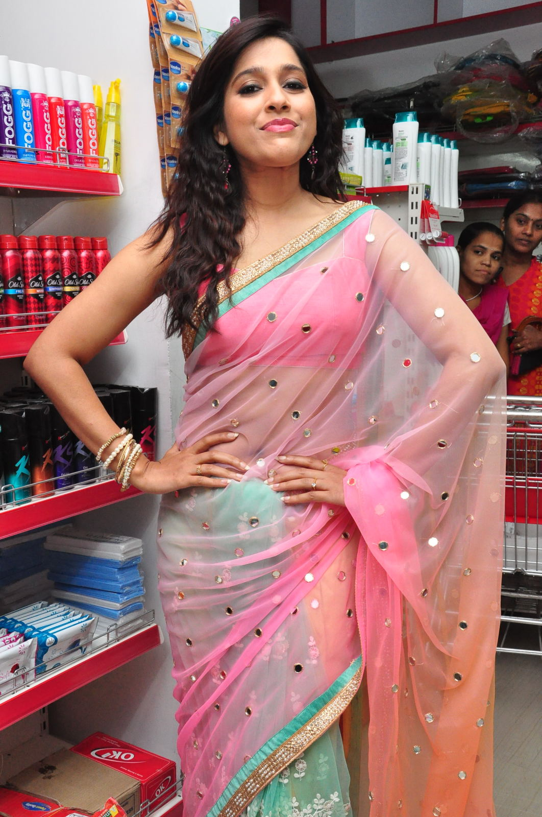 Rashmi Gautam Latest 2016 Hot Stills In Pink Saree