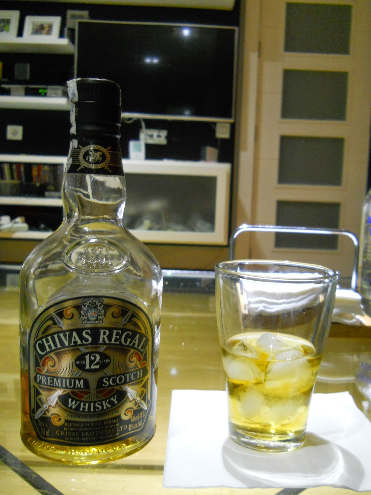 Bebercio chivas regal 12 for Mueble whisky