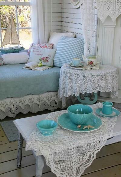 Taplak meja gaya shabby chic dari kain renda