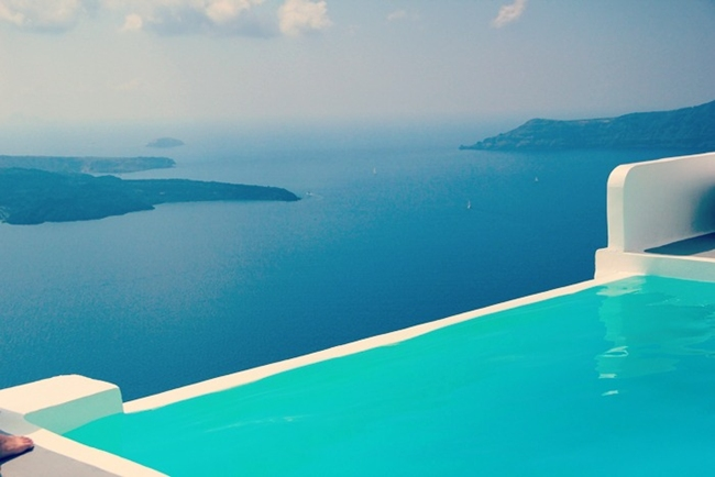 best Santorini hotels with infinity pool