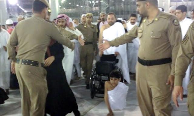 Bocah Penyandang Cacat Asal Qatar Ini Lakukan Umroh Dengan Merangkak Pakai Tangan