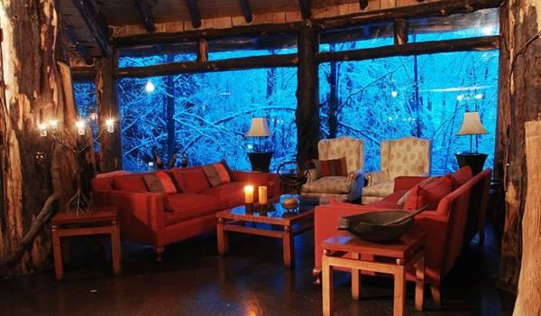 فندق داخل بركان تنبثق منه المياه image018-749088.jpg