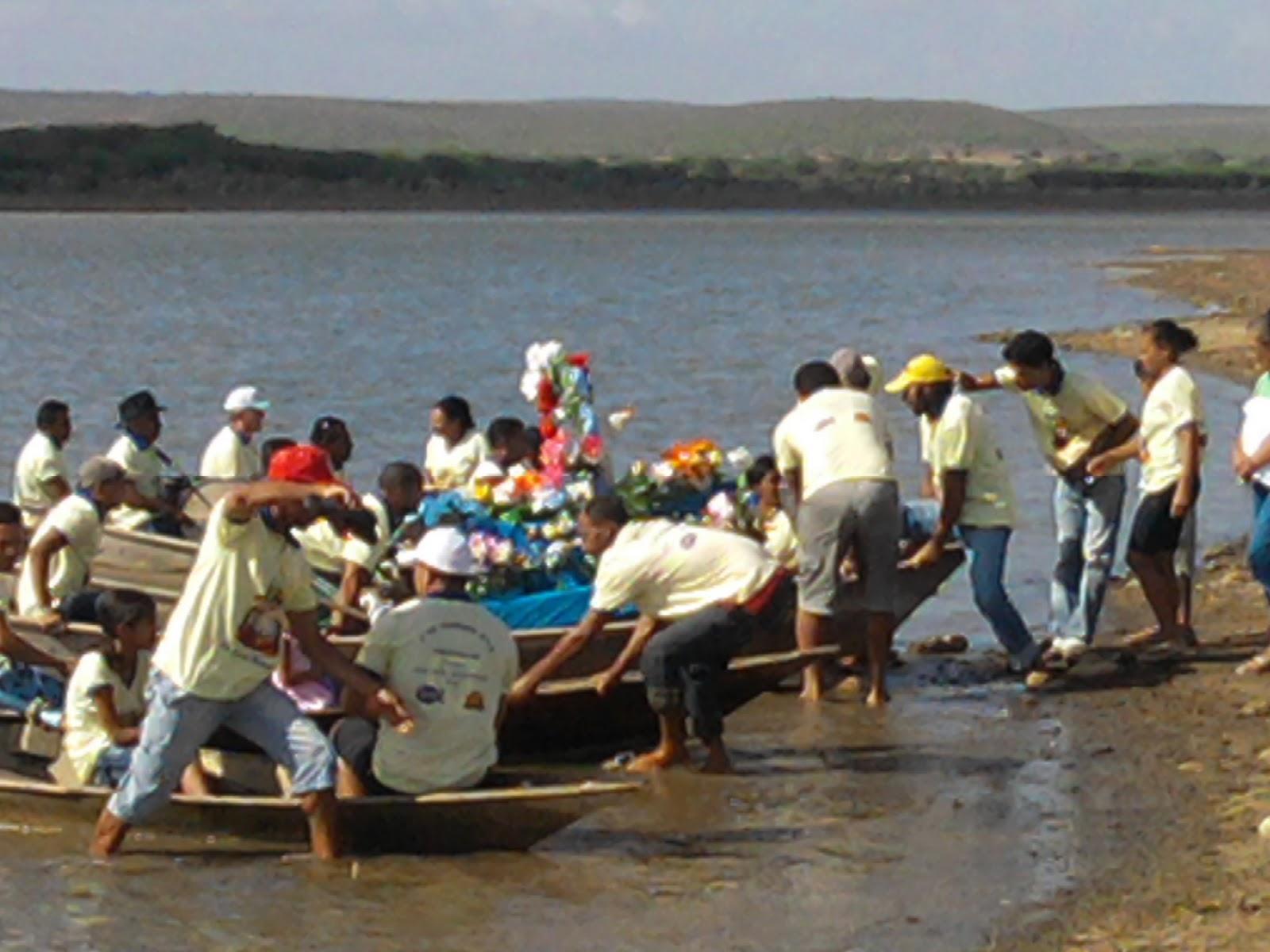 Resultado de imagem para foto da procissão do bom jesus dos navegantes em adustina