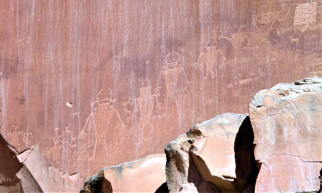 Ancient petroglyph drawings of people.
