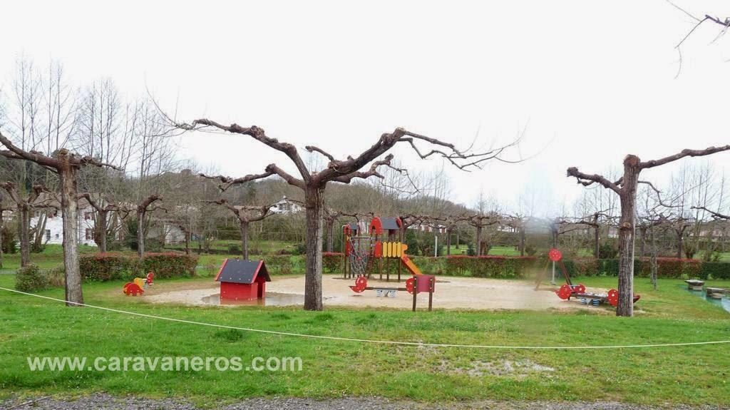 Foto de los Columpios para niños. Camping Larrouleta | caravaneros.com