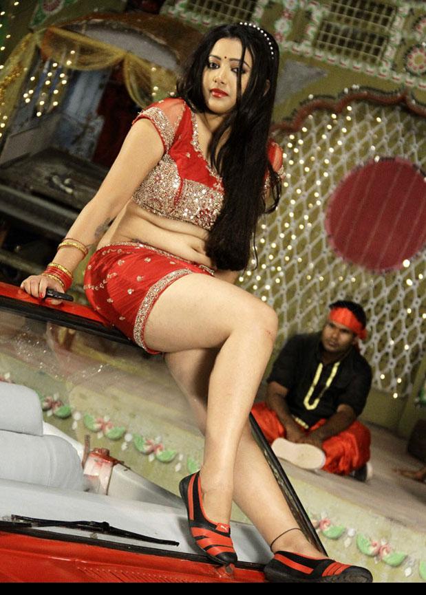 Swetha Basu Prasad thunder thighs, Swetha Basu Prasad sexy thighs, Swetha Basu Prasad Hot Item Song in Punnami Rathri Movie