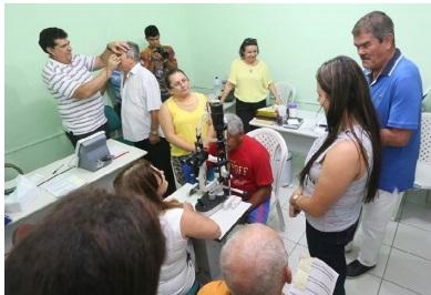 Prefeito Guimarães acompanha mutirão das cirurgias de catarata no Hospital de Aquiraz