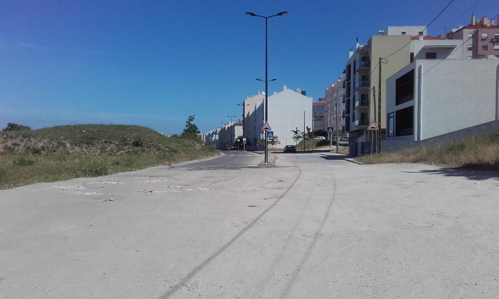 Acesso á praia e parque de estacionamento