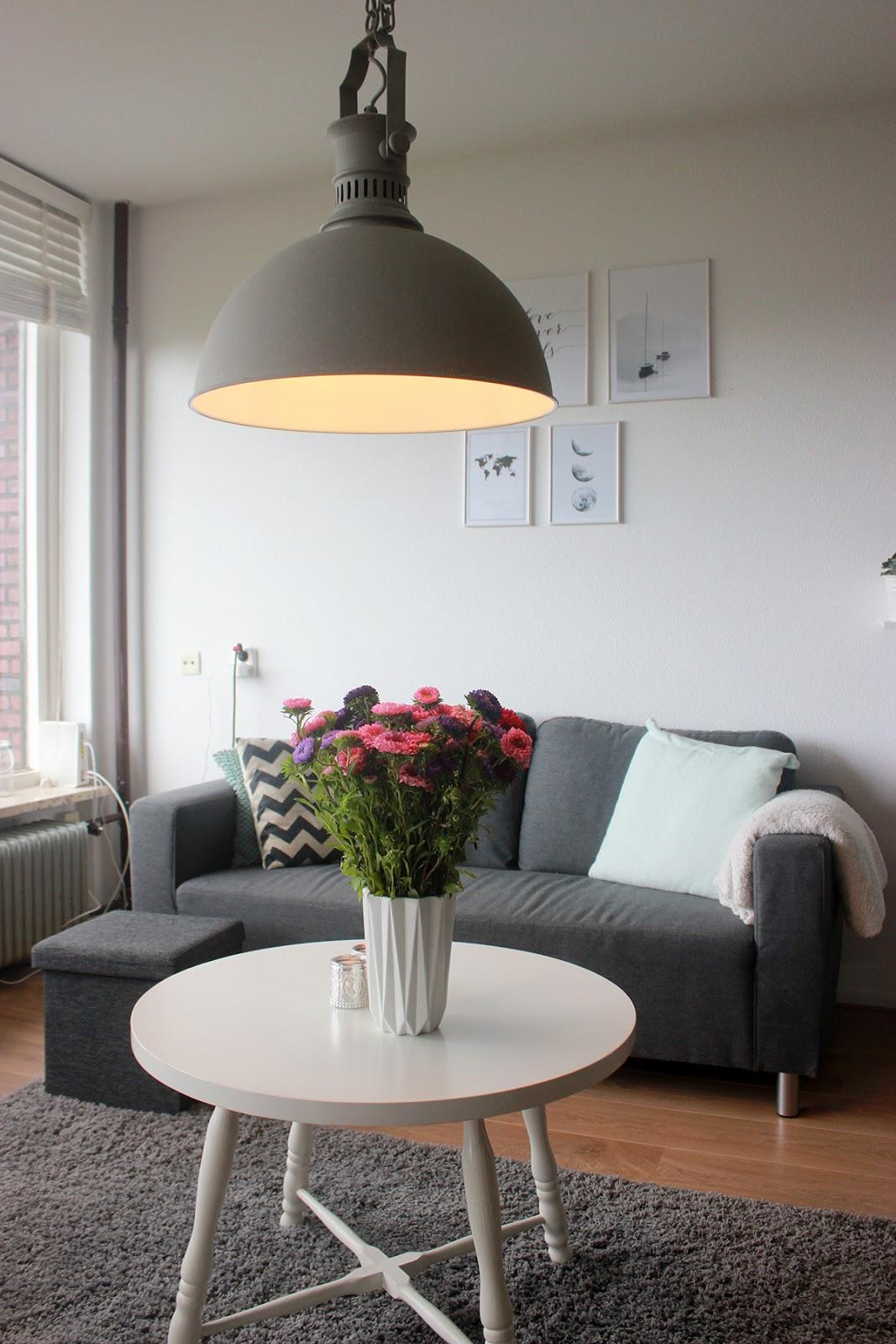 Een nieuwe lamp in de woonkamer  The Budget Life  Blog