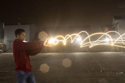 Contoh Foto Segitiga Exposure Cahaya Lampu