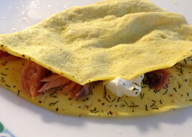 low carb smoked salmon dill cream cheese omelet
