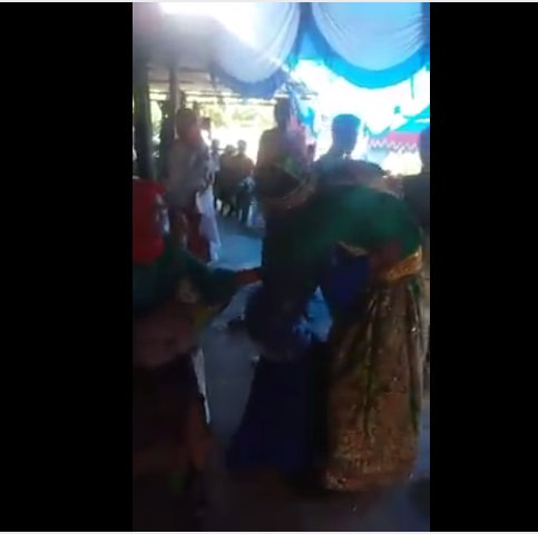 Gadis ini Nyanyi di Nikahan Mantan, Tak Kuat Mempelai Pria Langsung Lakukan ini
